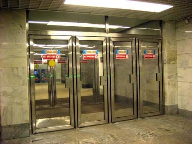 металлическая дверь типа метро