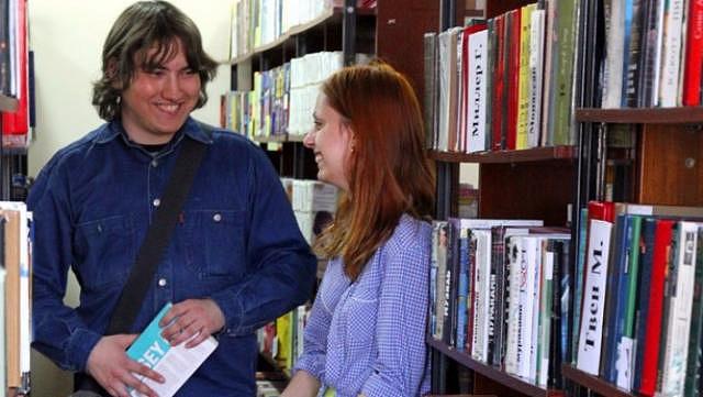 В библиотеке знакомства